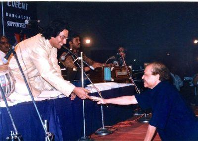 Laxmikant ji Congratulating Talat for Mehboob album release Mumbai